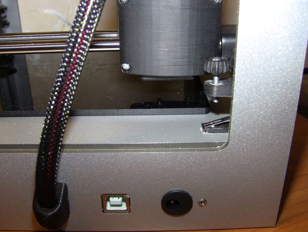 3D принтер Cactus CS-3D MICRO C1. Экструдер. Рабочий стол. Регулировочный винт стола. Установка уровня. Разъёмы питания 12в и USB. Внешний вид.