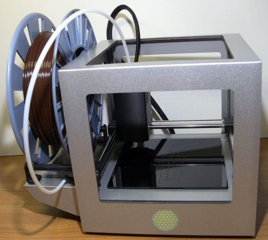 3D принтер Cactus CS-3D MICRO C1. Принтер с подставкой и катушкой филамента в сборе. Внешний вид.