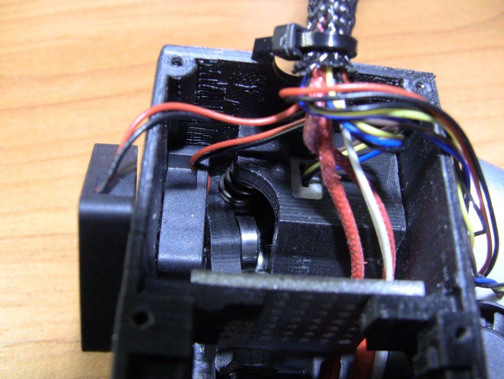 Повреждённый механизм подачи пластика 3D принтера Cactus Micro C1